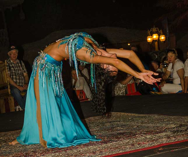 belly dance in dubai desert
